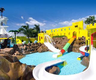 Hotel Crown Paradise Club Pool