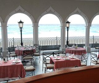 Hotel Crown Paradise Club Restaurant