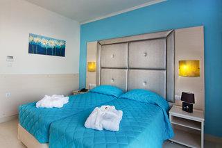 Hotel Grand Blue Beach Hotel Wohnbeispiel