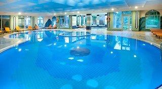 Hotel Belconti Resort Hallenbad