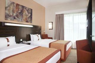 Hotel Holiday Inn Express Dubai Safa Park Wohnbeispiel