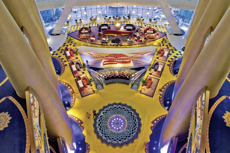 Dubai ab 3879 € 2