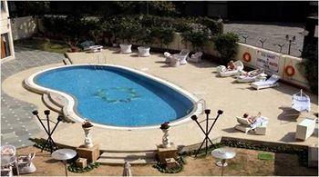 The Royal Plaza Pool