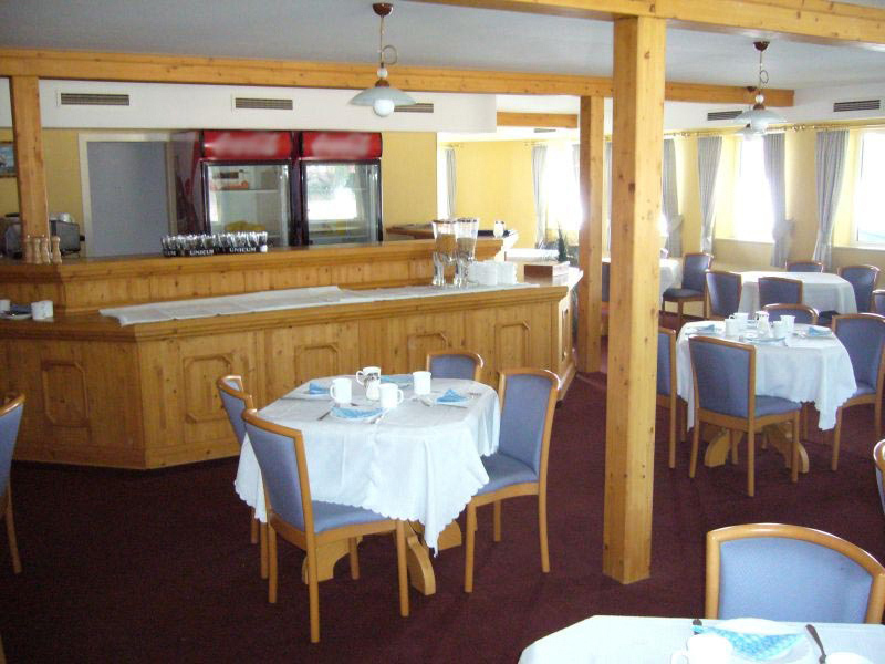 Aquamarina Boat Hotel Restaurant