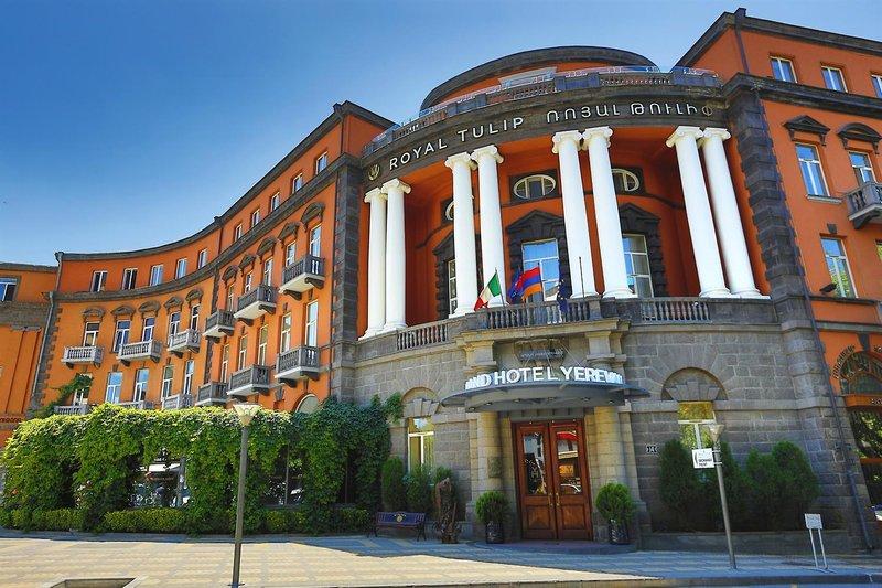 Grand Hotel Yerevan Außenaufnahme