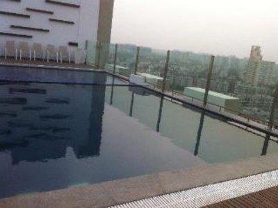 Hilton Garden Inn Gurgaon Baani Square Pool