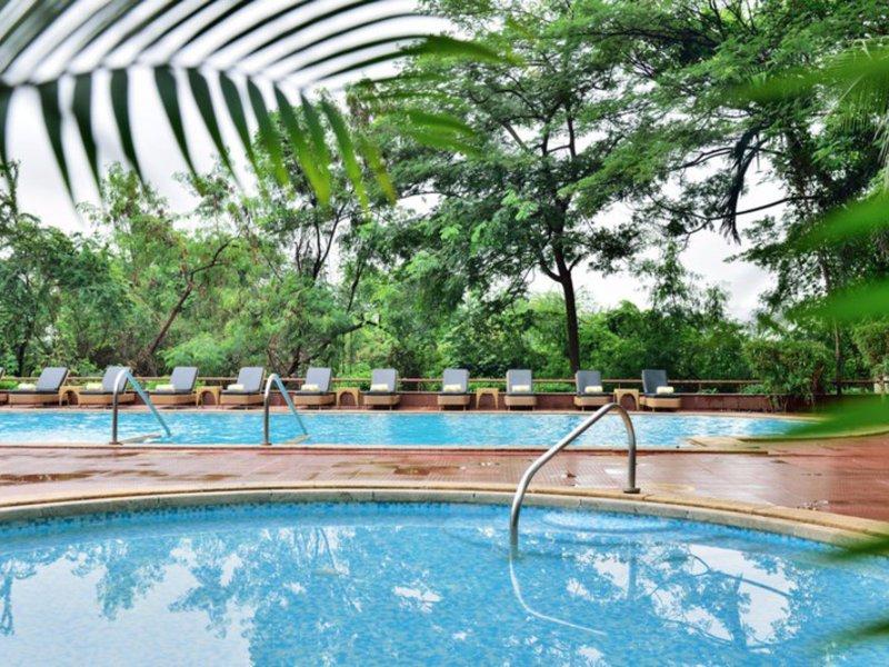 Marriott Executive Apartments, Lakeside Chalet Mumbai Pool