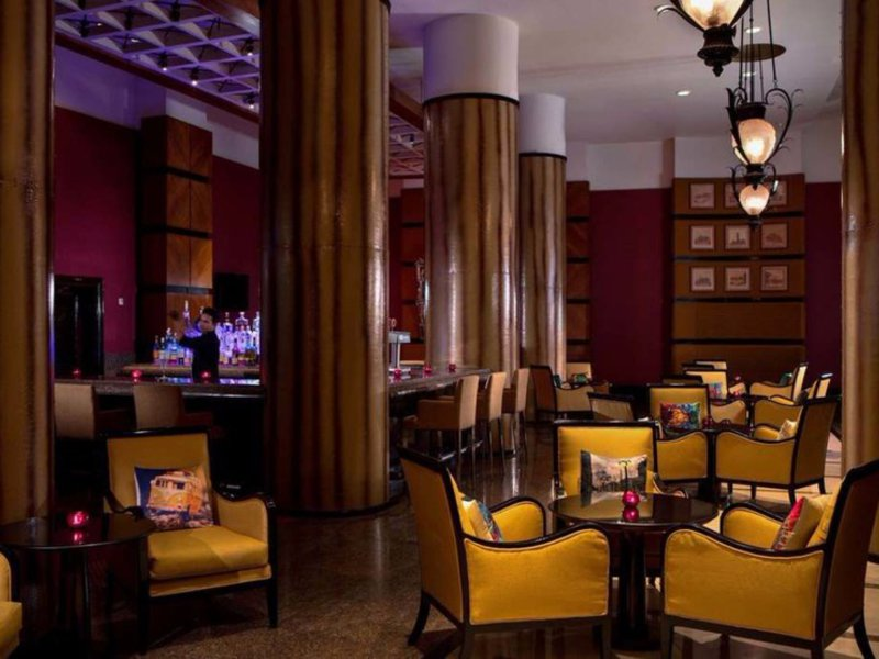 Marriott Executive Apartments, Lakeside Chalet Mumbai Bar