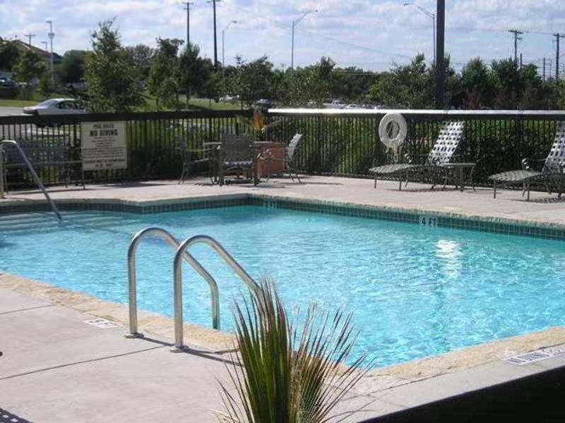 Hampton Inn & Suites Austin-Airport Pool