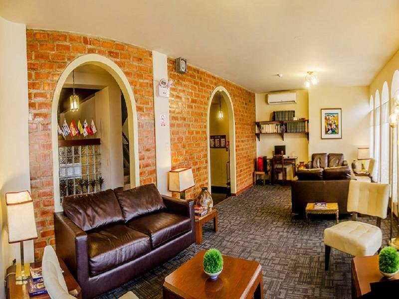 El Carmel Lounge/Empfang