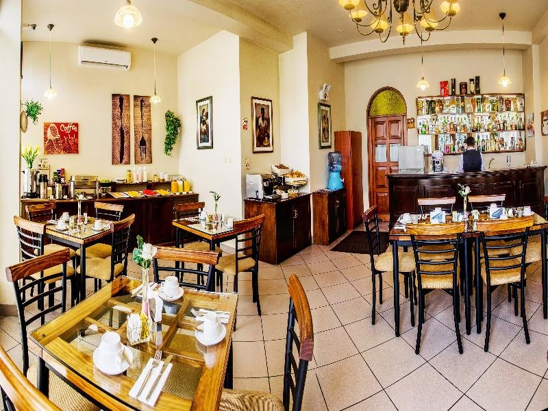 El Carmel Restaurant