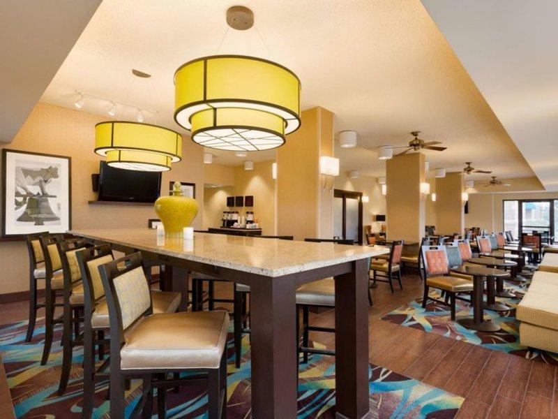 Hampton Inn Dallas-Irving-Las Colinas Bar
