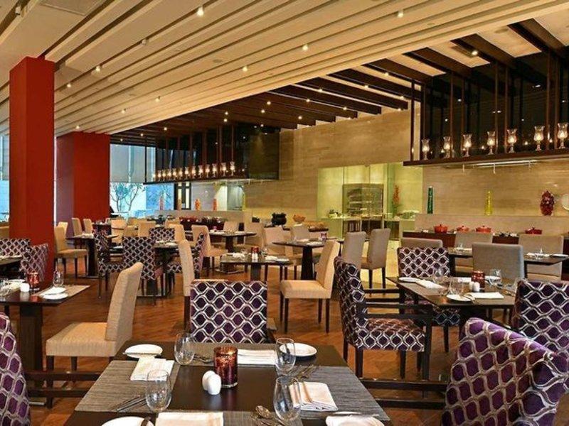 Hilton Garden Inn Gurgaon Baani Square Restaurant