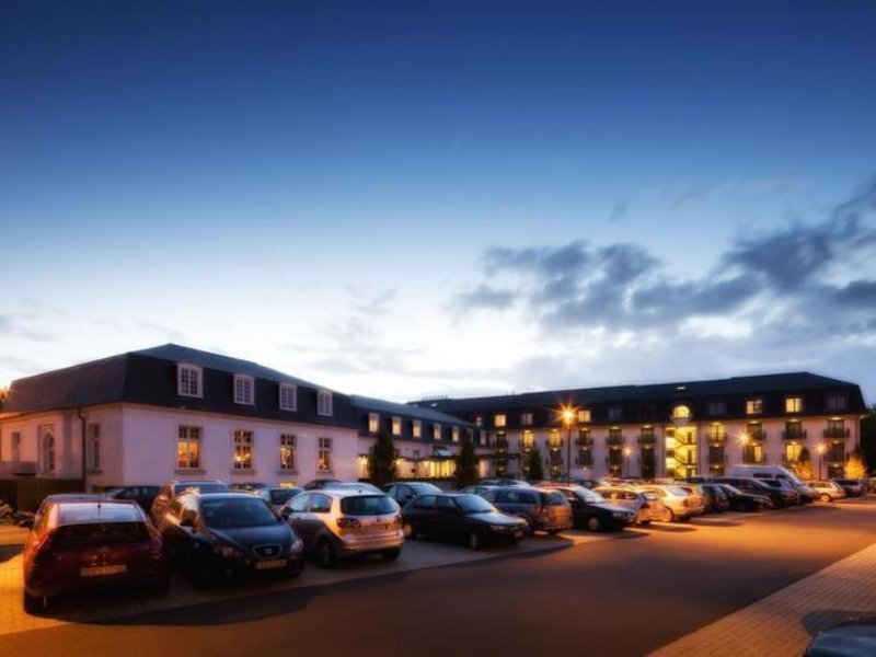 Van der Valk Hotel Brugge - Oostkamp Außenaufnahme