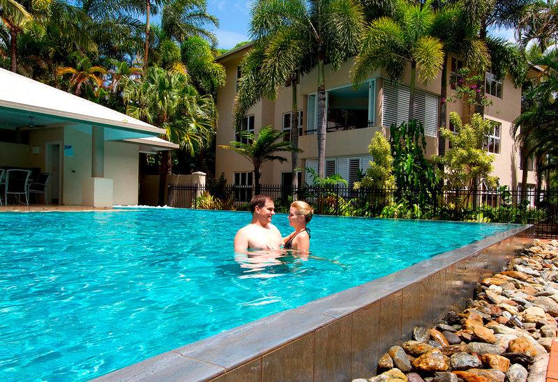 Cayman Villas Pool