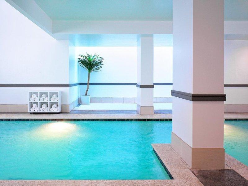 Le Meridien Dallas by the Galleria Pool