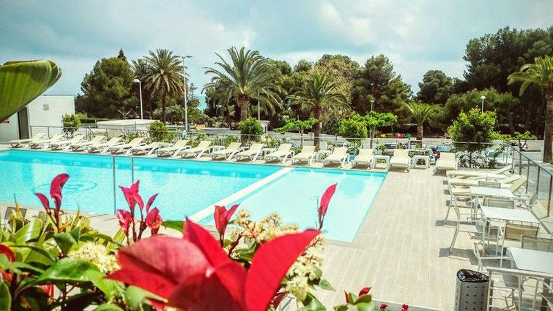 Jardin de Bellver Pool