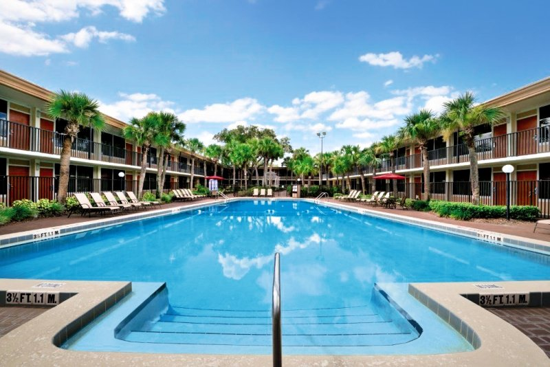 Ramada Gateway Kissimmee Pool