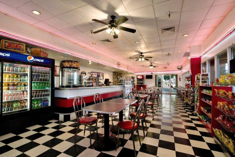 Ramada Gateway Kissimmee Bar