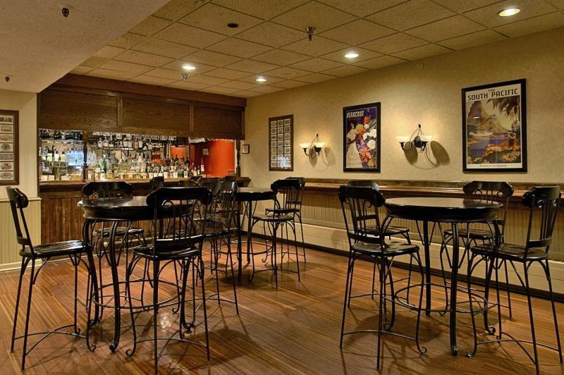 Millennium Harvest House Boulder Bar