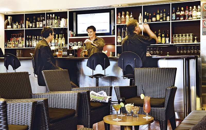 Mercure Sydney Bar