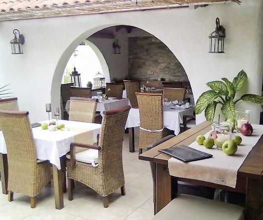 Birdcage Resort - Gay Lifestyle Hotel Restaurant