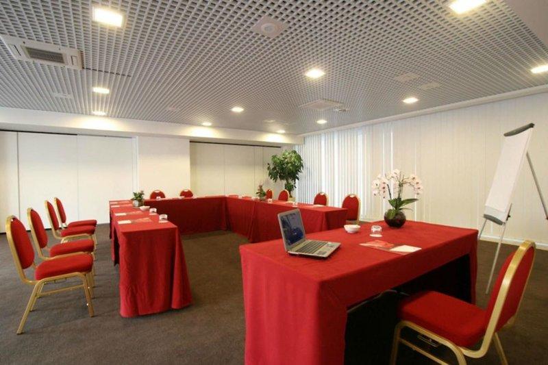 Golden Tulip Plaza Caserta Konferenzraum