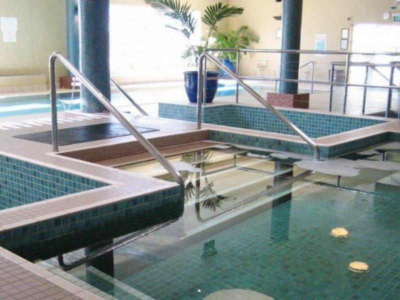 Ramada Shoal Bay Resort & Spa Hallenbad