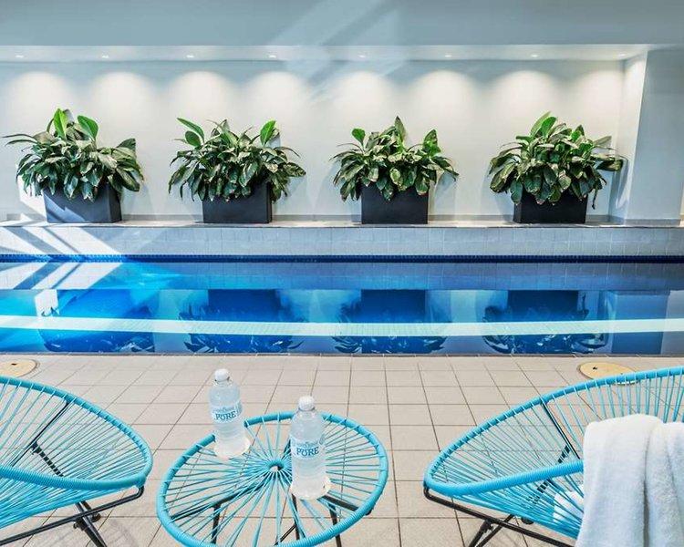 PARKROYAL Melbourne Airport  Pool