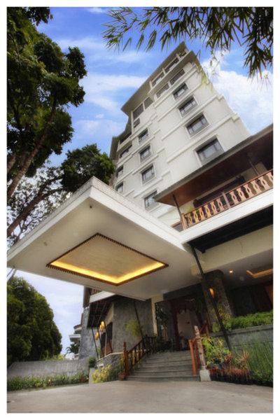 Sukajadi Hotel Außenaufnahme