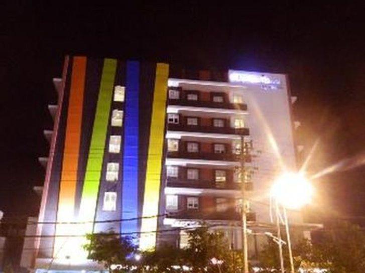 Amaris Hotel Embong Malang Außenaufnahme