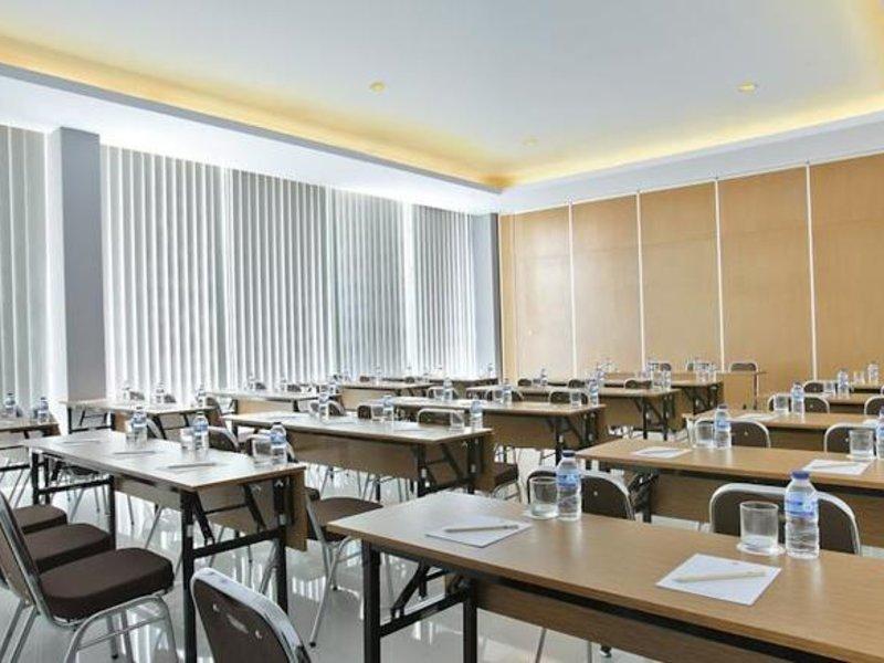 Amaris Hotel Embong Malang Konferenzraum
