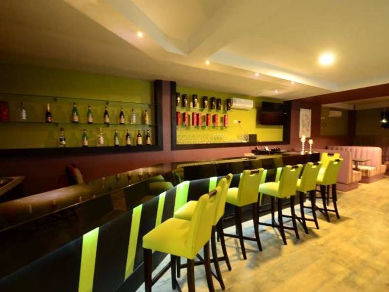 Camino Plaza Bar