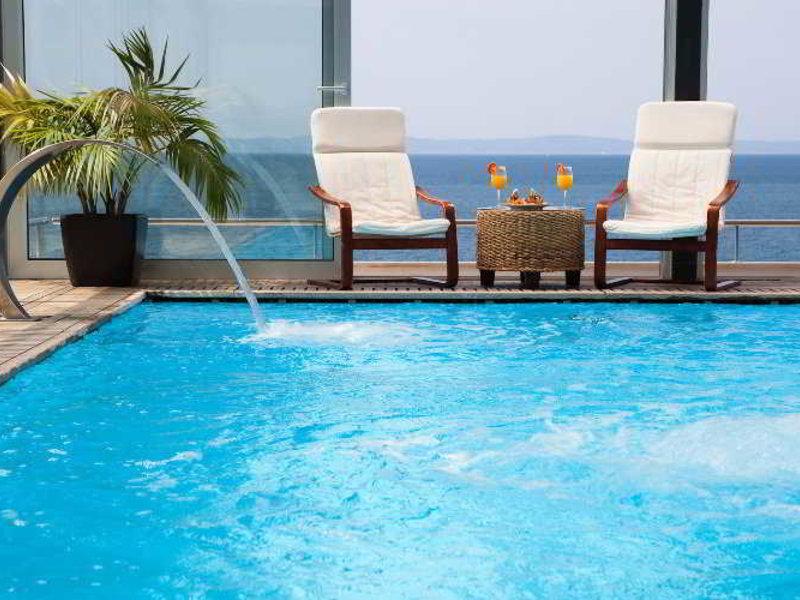 Jona Split Pool