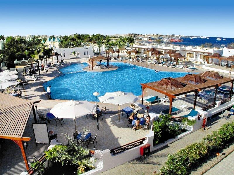 Menaville Resort Pool