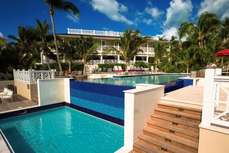 Coral Sands Hotel - Harbour Island Pool