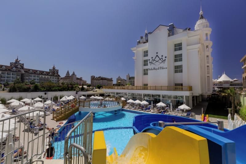 Side Royal Palace Hotel & Spa Pool