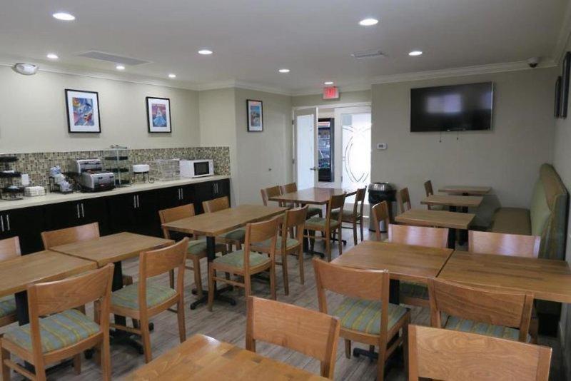 Ramada Anaheim Maingate North Bar