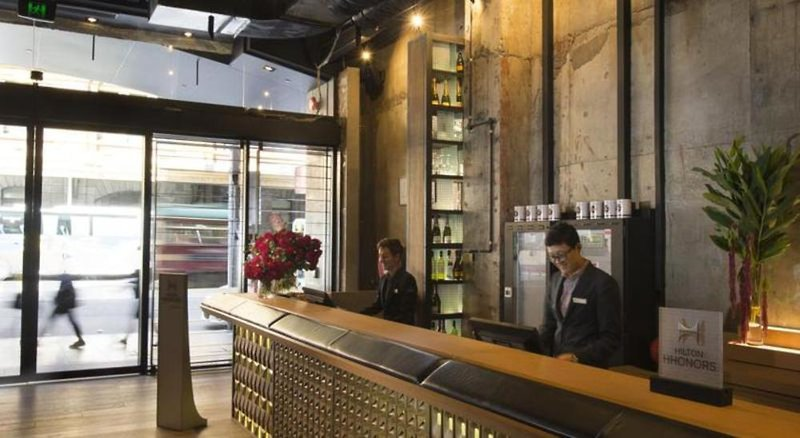 DoubleTree by Hilton Hotel Melbourne - Flinders Street Lounge/Empfang
