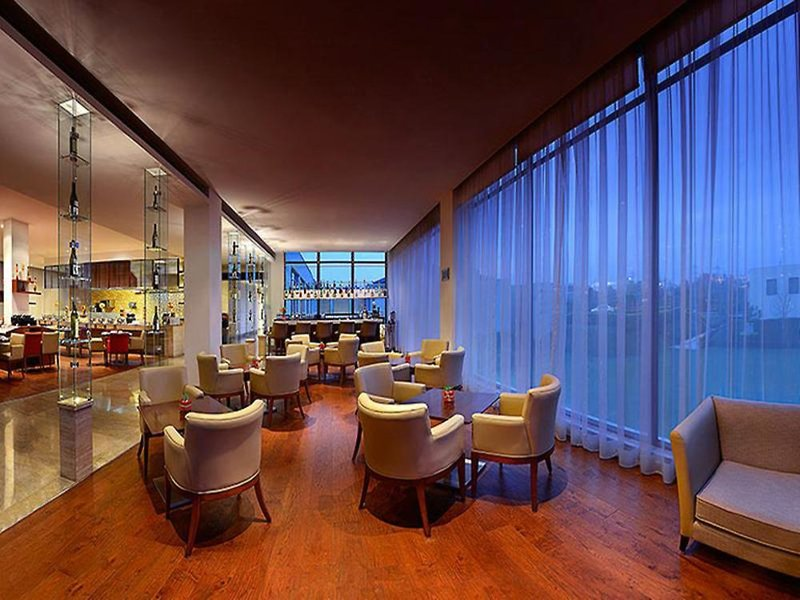 Four Points by Sheraton New Delhi Airport Highway Bar