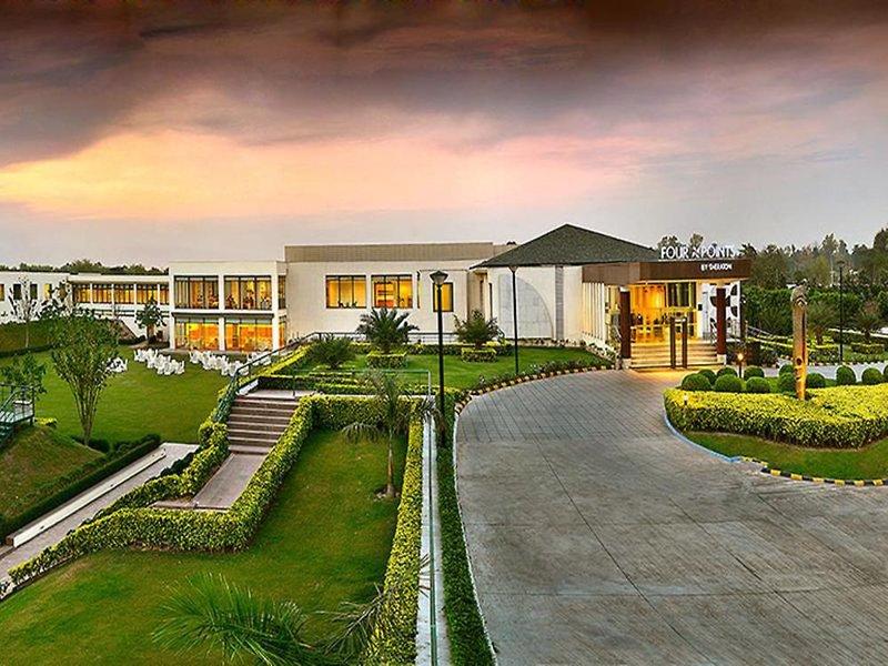 Four Points by Sheraton New Delhi Airport Highway Garten