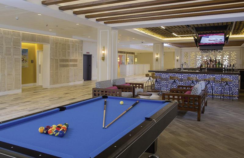 Warwick Paradise Island Bahamas - Erwachsenenhotel Hallenbad