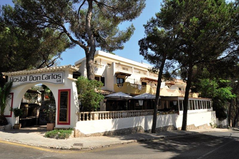 Don Carlos Hostel - Erwachsenenhotel Außenaufnahme