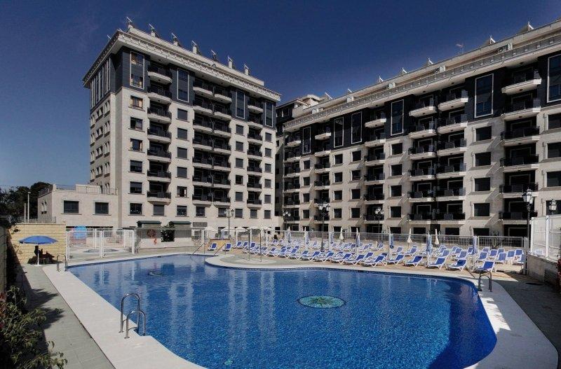 Apartamentos Nuria Sol Pool