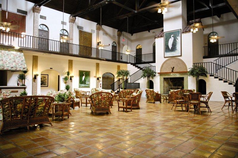 Port of the Islands Resort & Marina Lounge/Empfang