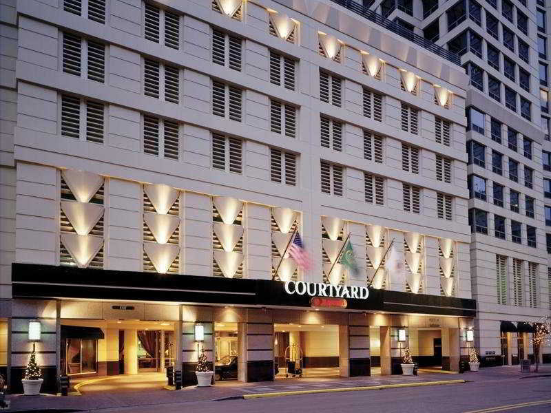 Urlaub im Courtyard by Marriott Downtown River North - hier günstig online buchen