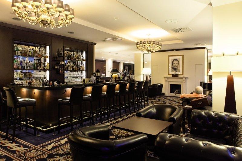 Hotel Vier Jahreszeiten Starnberg Bar