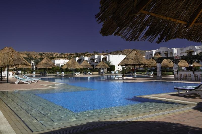 Royal Holiday Beach Resort & Casino  Pool