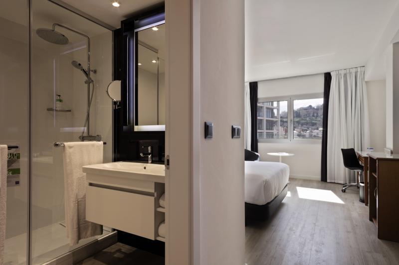 TRYP Barcelona Apolo Hotel Badezimmer