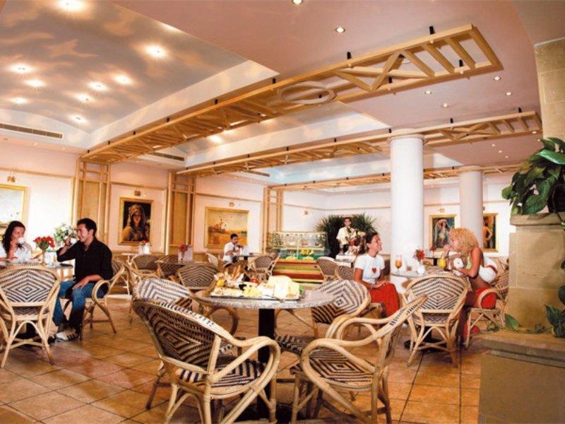 Coral Beach Resort Tiran Bar